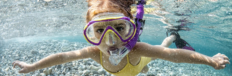 http://Little%20Girl%20Swimming%20Underwater
